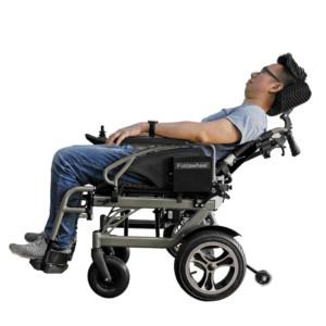 リクライニング電動車椅子